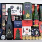Dienblad gevuld met icoonische kerst items
